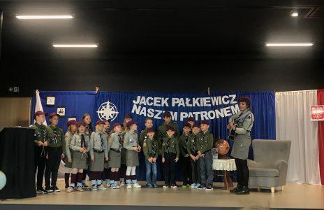 Uroczystość nadania imienia Jacka Pałkiewicza Niepublicznej Szkole Podstawowej w Mostach